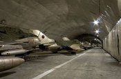 大山里的神器:解放军地下空军基地