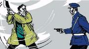 深圳一男子持双刀追砍警察 被警方开枪击中颈部