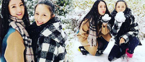 佟丽娅素颜挺孕肚与董璇玩雪
