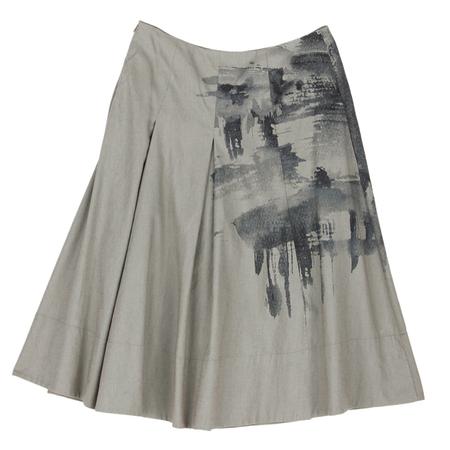 灰色吊带搭配什么颜色的衣服好看啊?