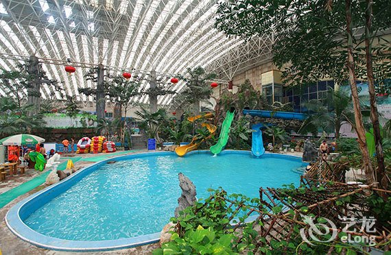 【龙脉温泉度假村】游泳馆室内温泉门票1张!