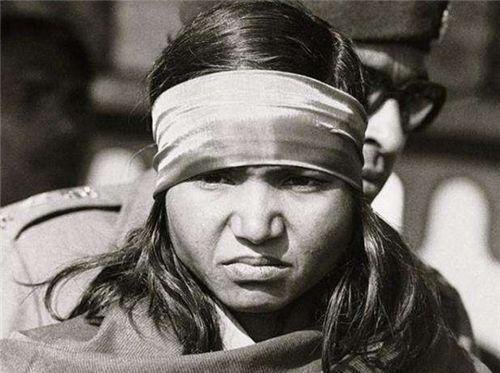<b>印度最狠的女人,16岁遭多人欺凌后复仇,却得到全人民拥戴</b>
