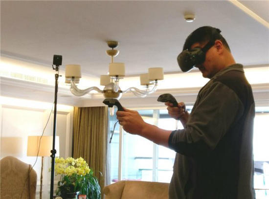 HTC送货上门 姚明玩VR凸显反差萌