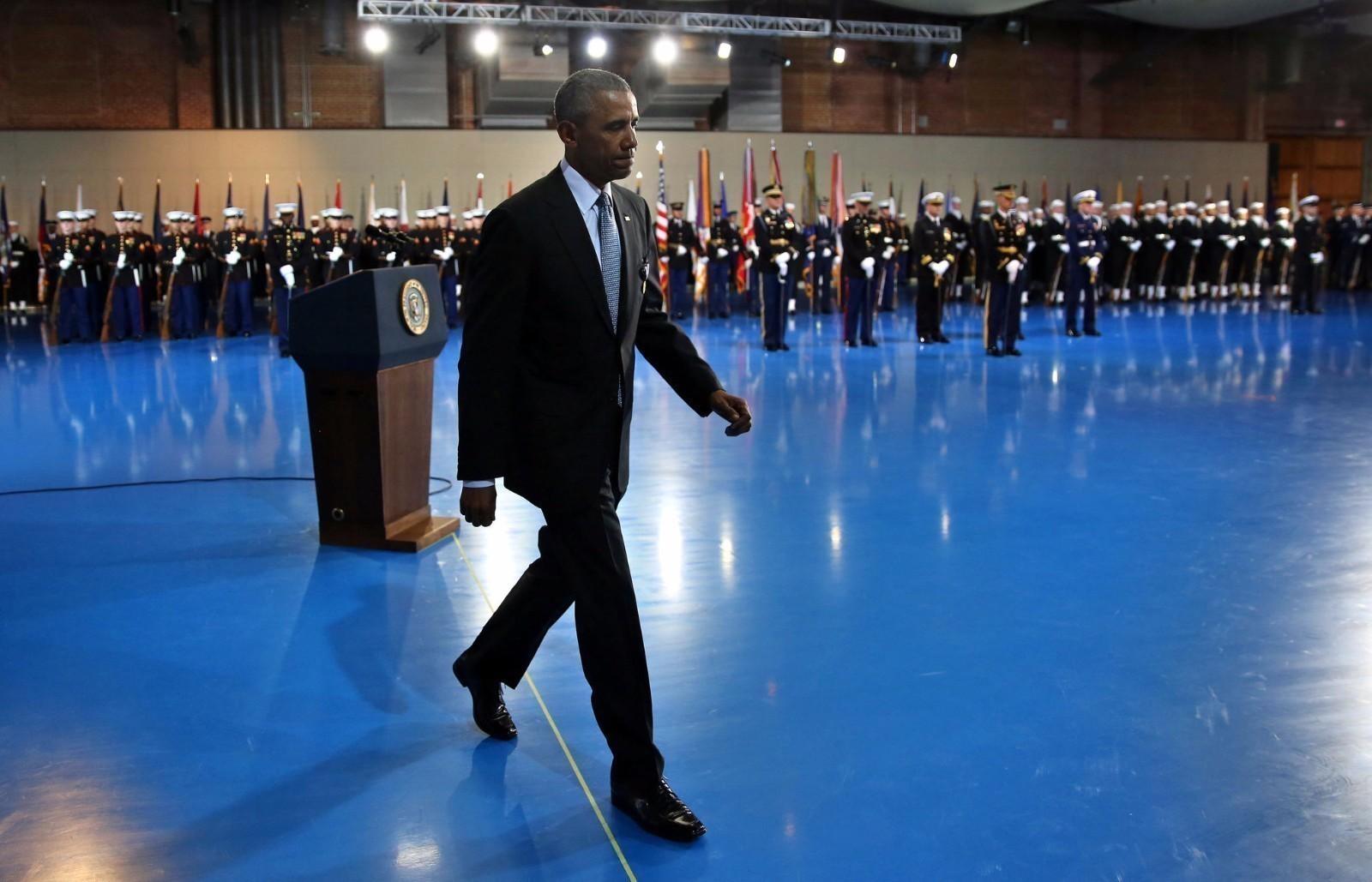 总统告别仪式:奥巴马表情凝重 士兵虚脱昏迷