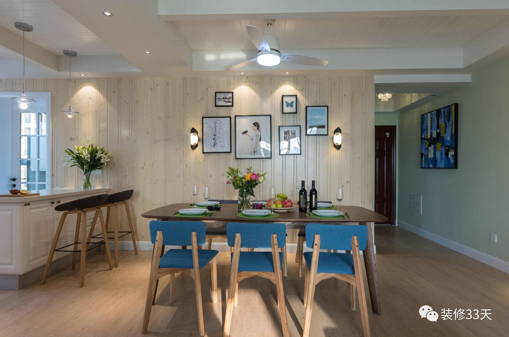 杉木板刷清漆上墙,体现出木质的温暖,和开放式厨房之间采用吧台隔断