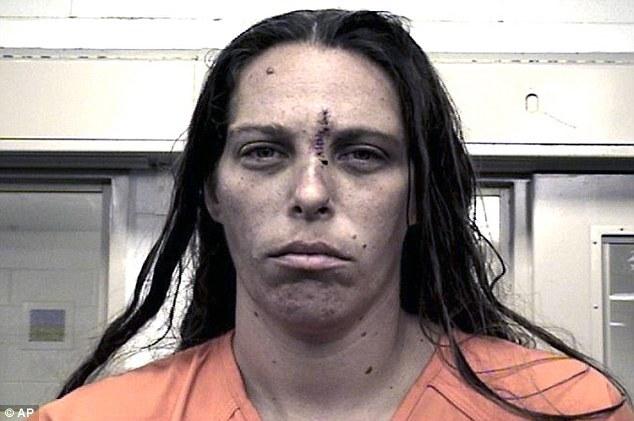 母亲带男友强奸分尸10岁女儿