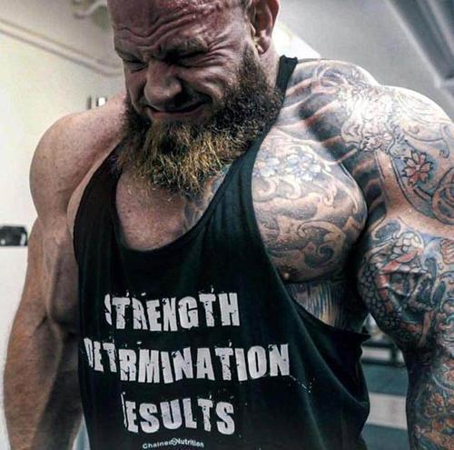 """超大维度的健美巨兽,一半身体全部纹身,网友称他为""""半"""