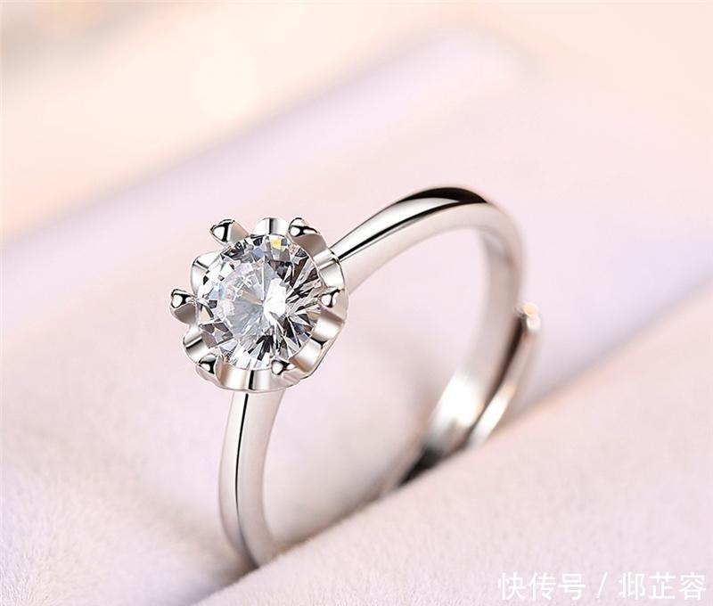 精致小巧迷人的戒指,令人陶醉