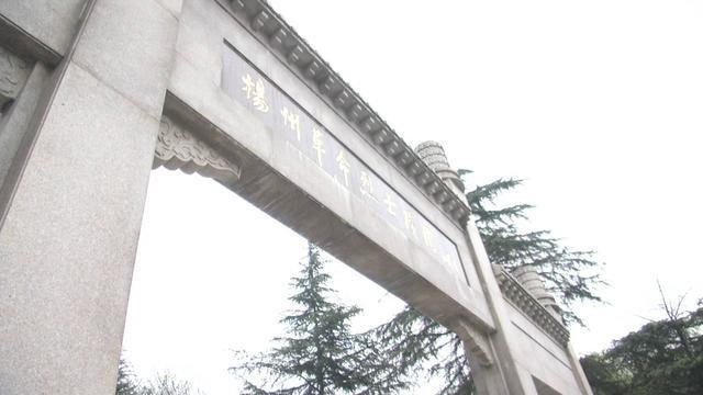 缅怀革命先烈,扬州各界自发祭扫烈士陵园