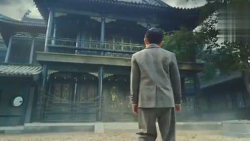 少年吴邪偷跑进家族禁地,被神秘面具男追捕,带走老九门铜钱