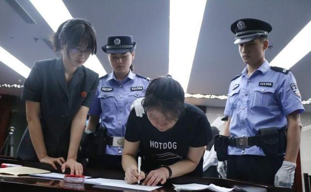 三人帮外国人非法入境在幼儿园当外教,终审获刑
