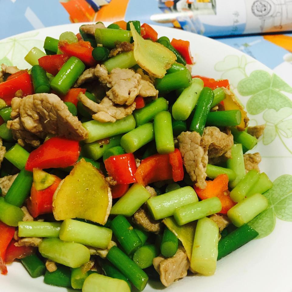 淀粉:蒜苔,猪肉,鸡精,红椒,水用料,料酒,盐,生抽,姜杭帮卤鸡爪图片