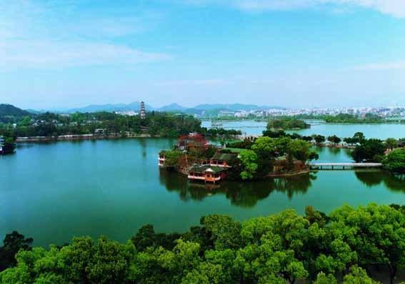 [2014-7-4]      旅游景点介绍    溪涧纵横,登高可俯览全市,遥望