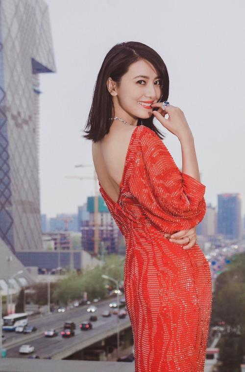 同穿红裙迪丽热巴惊艳,刘涛娇媚,高圆圆优雅,她最性感