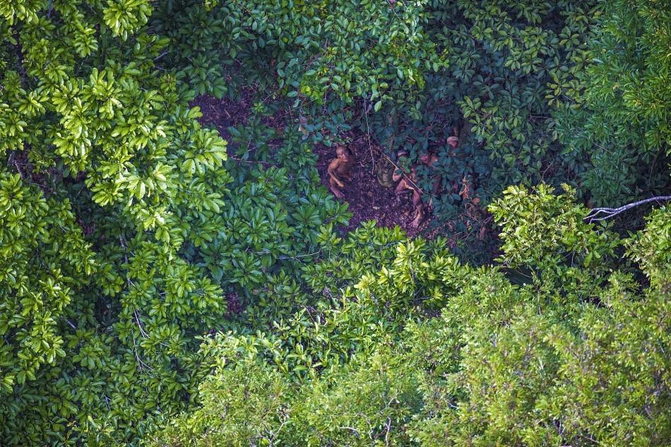 记者乘直升机拍原始部落 险被弓箭袭击 - 周公乐 - xinhua8848 的博客