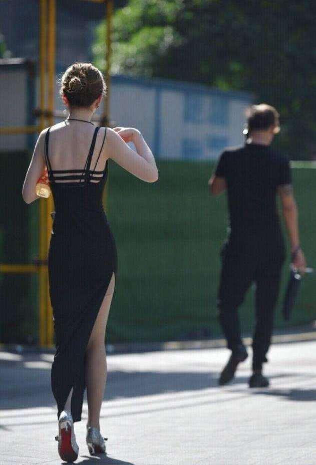 街拍:连衣内裤包臀裙,尽显紧身好身姿情趣内衣文案女人图片