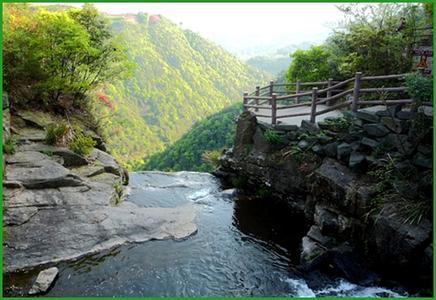 的故乡,由北向南纵跨四川,重庆15个县,市,延绵300余公里.