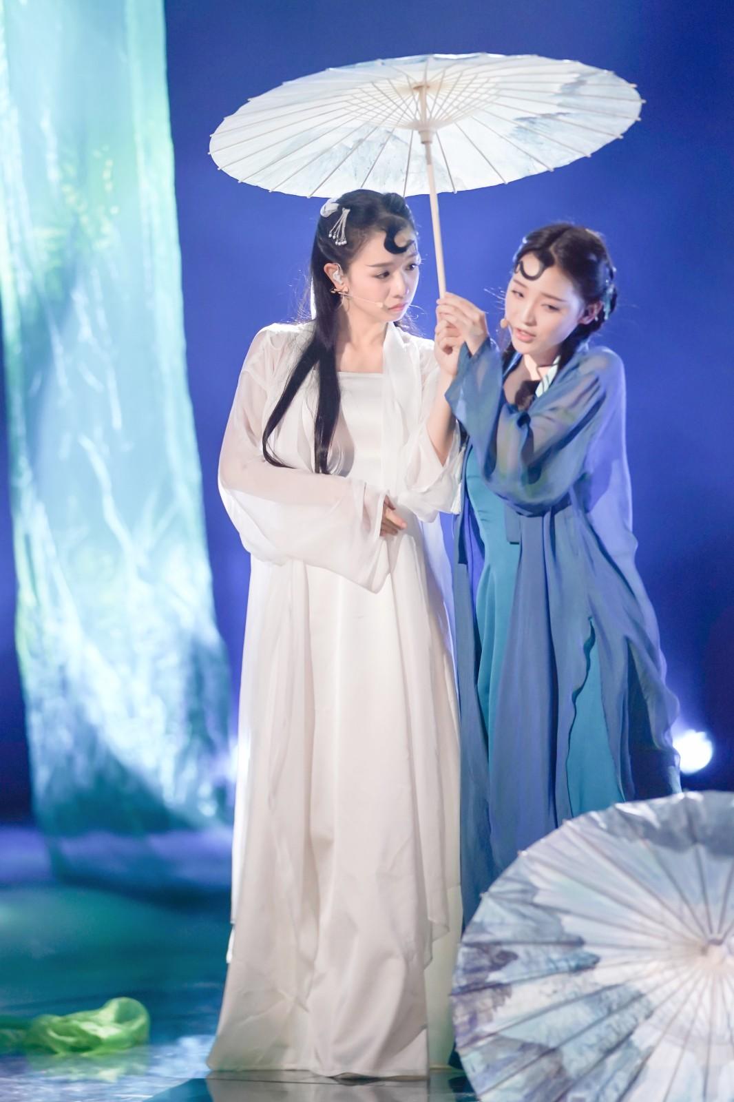 曾雪瑶献演《青蛇》致敬经典 歌舞俱佳妖娆动人