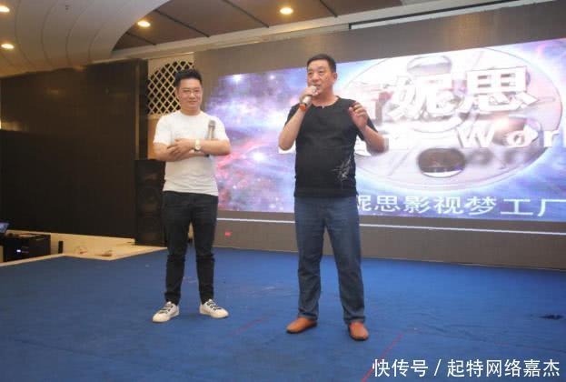 微剧《千万个是什么》在南京开机