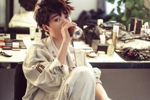 引领了中性风的李宇春,不只是闪耀在歌坛,更是时尚圈少有的美