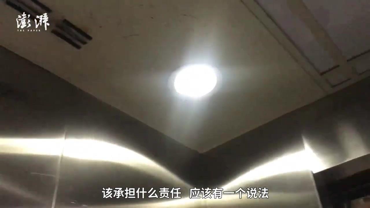 小区电梯突然加速撞顶楼致1死,身亡女业主儿子将高考