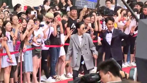 刘恺威一个人现身惹猜疑,而那英跟王凯出现让现场的气氛有点紧张