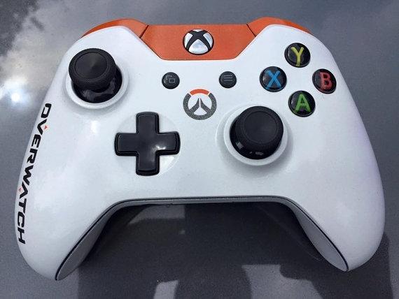 达人自制《守望先锋》D.VA涂装Xbox One手柄:敲可爱