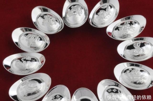 <b>古代的银子长什么样?全是牙印!扔地上你都可能把它当石头踢走</b>
