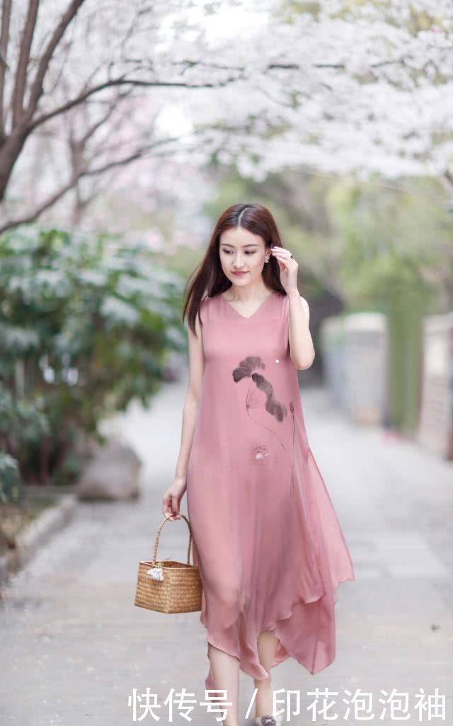 <b>轻纱飘飘美得动人心魄,是洋溢着初恋感,连衣裙回归美好现实</b>