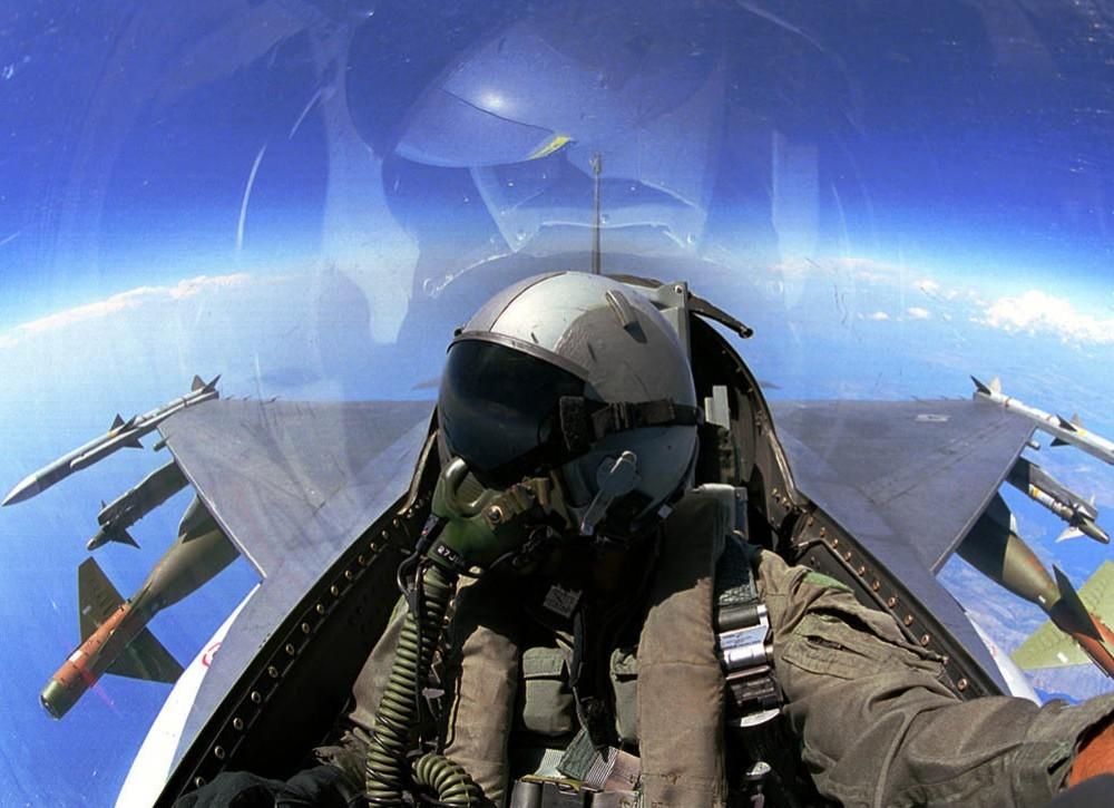飞机上的氧气从哪来的
