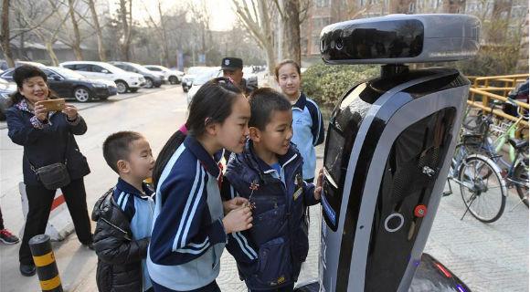 """北京:""""机器人探长""""落户社区"""