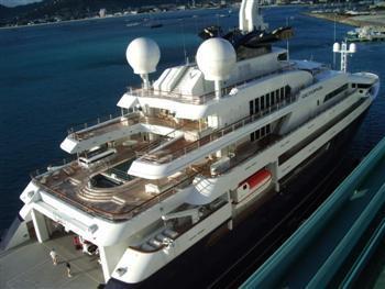 是目前世界上十大豪华私人游艇之一,为微软创始人之一,亿万富翁保罗艾