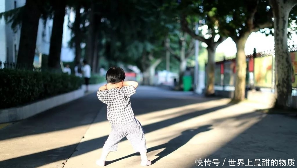 重庆男子被女车主扇耳光恐吓:世道变坏,从弱者被迫道歉开始
