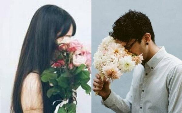 想要配一个情侣头像,手拿花遮住脸的侧面男生