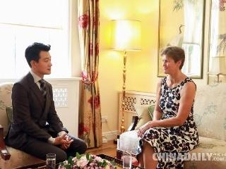 佟大为受邀英国大使馆幽默演讲助力中英文化产业交流