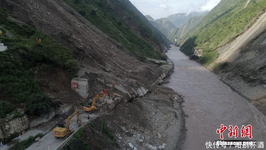四川甘洛暴雨灾害救援失踪人员搜寻仍在进行