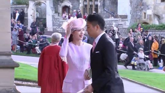 刘强东章泽天为何受邀参加尤金妮公主婚礼 英国王室回