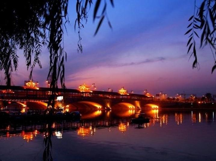 泰州市凤城河风景区,依傍凤城河,以水为脉,以人为魂,集中而又完整地