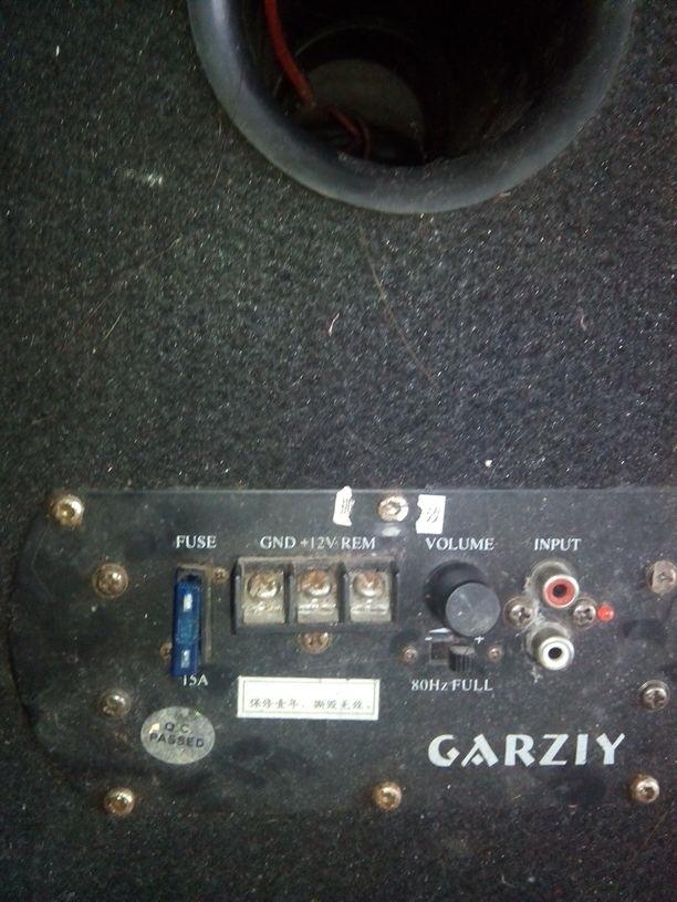 各位大神帮我看看这个低音炮怎么接线,具体点的方法,从盆友里拿来却不
