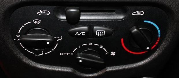 标致207三厢车,空调制冷系统怎么开