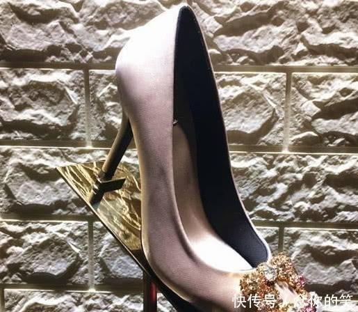 4款高跟鞋,你觉得这款最丑,测出谁在你的身边偷偷爱着你!