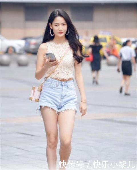 街拍:可爱性感的小姐姐,仙女气质十足,尽显青春迷人气息
