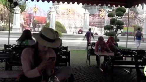 暴走曼谷!实在太累了,买杯饮料路边休息一下