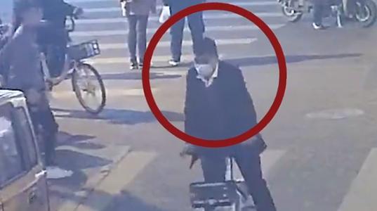 谨防扒窃新手段!女子扫码共享单车后手机不翼而飞