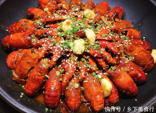 我们吃小龙虾时,戴上的一次性手套无破损,但为何满手都是油?