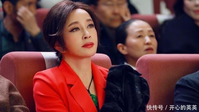 刘晓庆带上了超大翡翠尽显奢华高档次