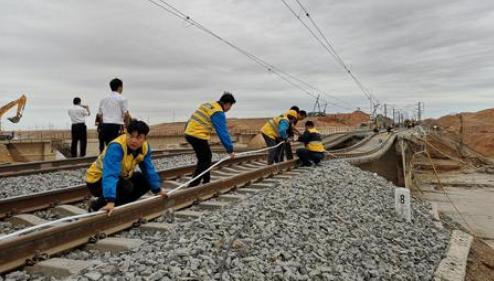 兰新线一列车与施工人员相撞,9人遇难