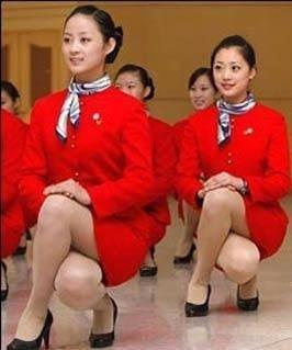 仪态礼仪的操作要领有哪些 站姿 坐姿 行姿 蹲姿 手势 握手 介绍要点