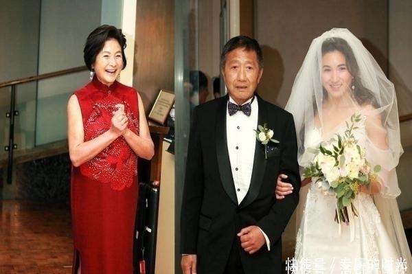 73岁郑佩佩嫁女儿,朱茵陈法蓉蔡少芬齐现身,场面既温馨又感人!