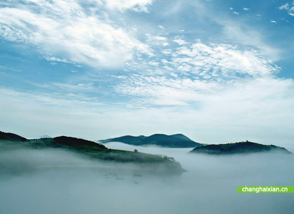 小长山岛位于长山群岛中部,属于辽宁省长海县,由30个岛,坨,礁组成.